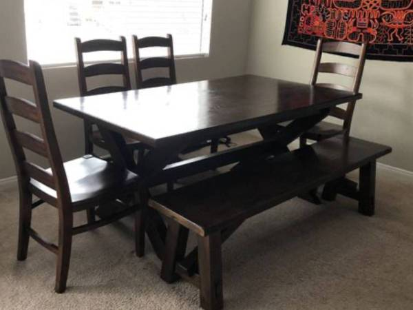 Photo POTTERY BARN Dining table chairs  bench FREE (Springfield, IL)
