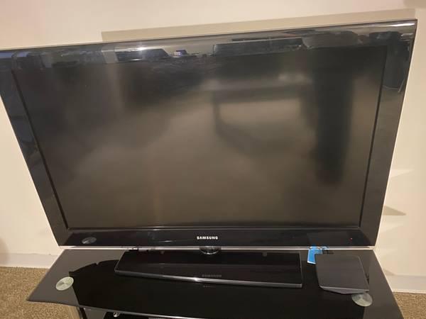 Photo Samsung 383939 HDTV - $69 (Springfield)