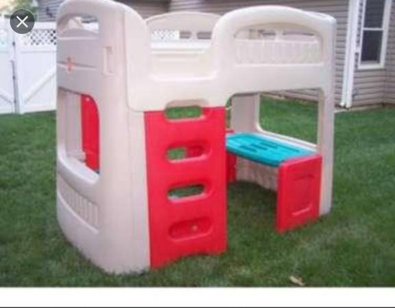 Photo Twin race car bed and loft bed with desk and bench underneath d - $250 (Springfield il)