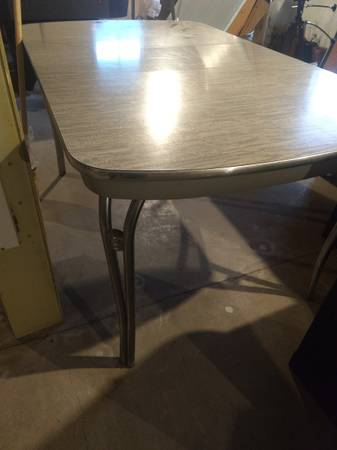 Photo Vintage Kitchen Table - $200 (Springfield)