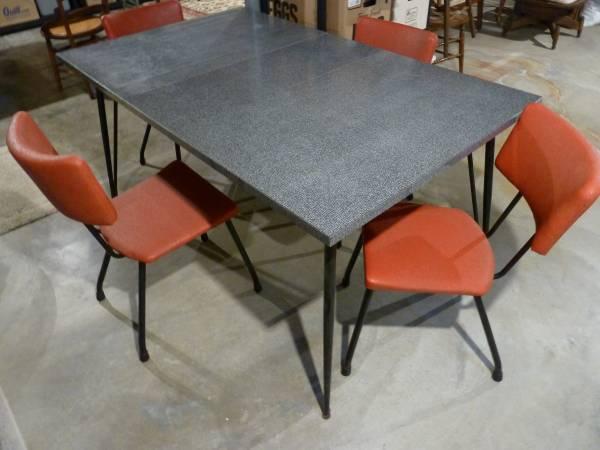 Photo Vintage Kitchen Table  Chairs - $50 (Hillsboro)