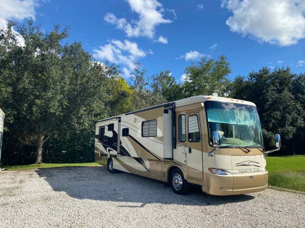 Photo 2009 Newmar Kountry Star 39ft bunkhouse 4 slides diesel pusher - $99,400 (Windermere)
