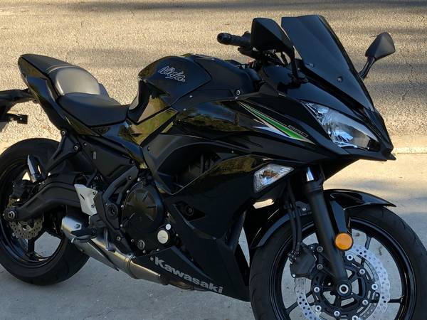 Photo 2017 NINJA 650 MOTORCYCLE MINT CONDITION - $5,595 (Mt. Pleasant)