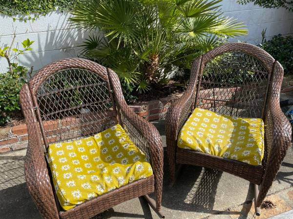 Photo Outdoor furniture - $100 (Downtown Chas.)