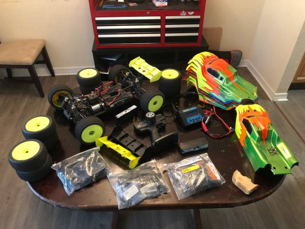 Photo 18 truggy Serpent race RC whit a lot of spare parts - $400 (Saint Augustine)