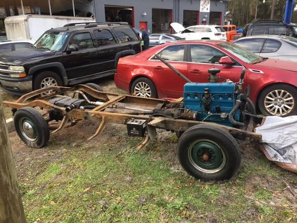 Photo 1949 Chevy chassis and engine - $2,500 (Saint Augustine)