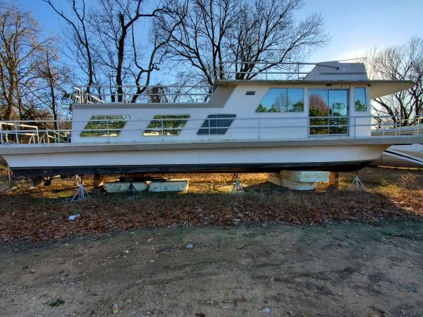 Photo 1984 Gibson Houseboat 50ft for sale as is or custom built - $39,999