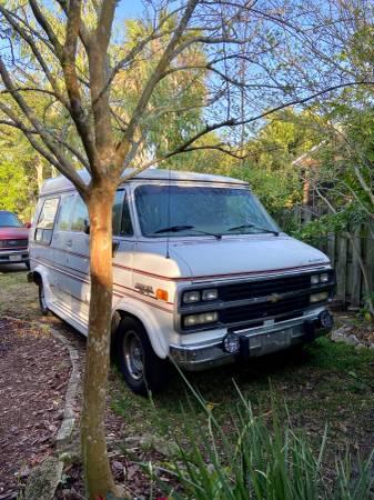 Photo 1992 Chevrolet G20 Conversion Van - $4999 (Lincolnville)