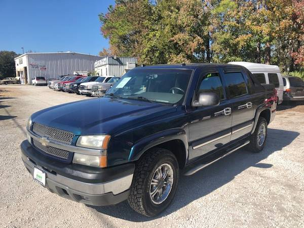 Photo 2005 Chevy Avalanche - 4x4 - Financing - $6990 (St. Augustine)