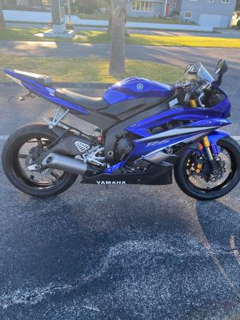 Photo 2007 YAMAHA R6 IN SHOWROOM CONDITION WITH ONLY 6,000 MILES - $5,995 (Ormond Beach)