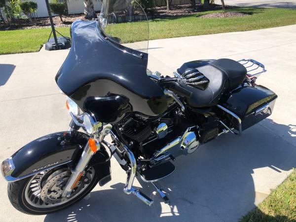 Photo 2012 Harley Davidson Road King 3,000 Miles - $12,995 (Ormond Beach)