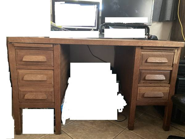 Photo 50 Year Old Solid Oak Desk HIDDEN DRAWERS - $75 (st. augustine)