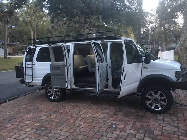 Photo Amazing lifted 4WD Ford E350 XLT Super Duty Extended - $32000 (St. Augustine Beach  Anastasia Island)