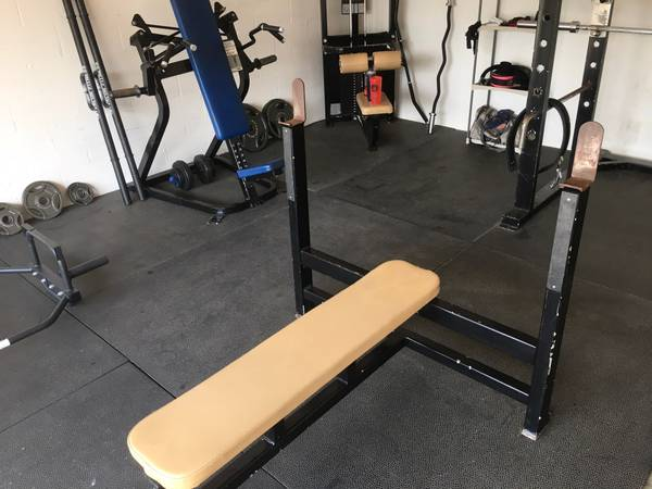 Photo Commercial Olympic Bench Press - $350 (Palencia)