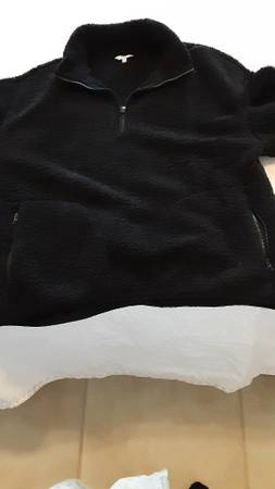 Photo Crown and Ivy Black Fleece zippered top - $10 (St. Augustine Shores)