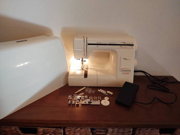 Photo Heavy duty sewing machine -- New Home My Excel 23L  Janome MH 3023 - $225 (Palm Coast)