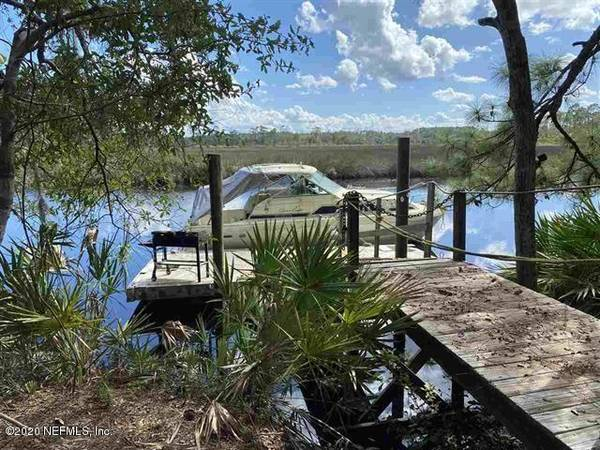 Photo Live aboard Boat - Private one acre lot (605 Fayvor Dykes Rd.)
