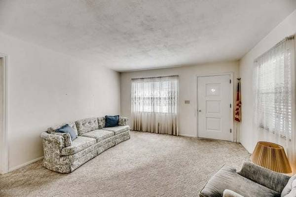 Photo Looking for female roommate (Jacksonville)
