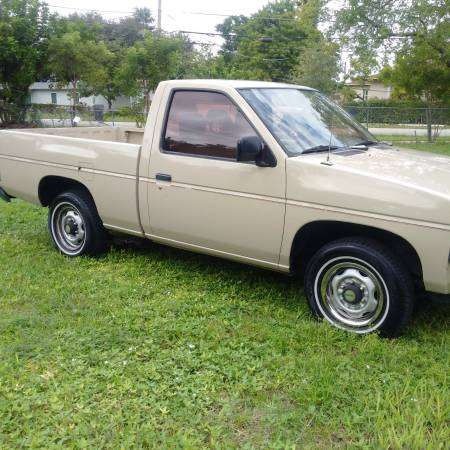 Photo Nissan hardbody must see - $4,200 (ft Lauderdale)