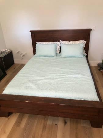 Photo Pottery Barn queen bed frame, Pottery Barn mirror, mattress  bedding - $350 (South Davis Shores)