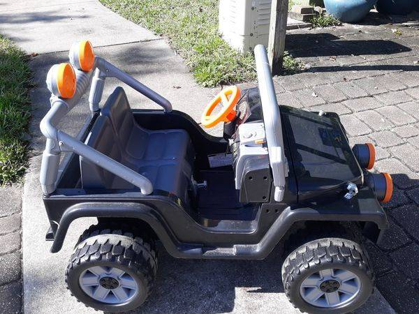 Photo Powerwheels Jeep with charger. Very good cond - $80 (Ponte Vedra, Nocatee)