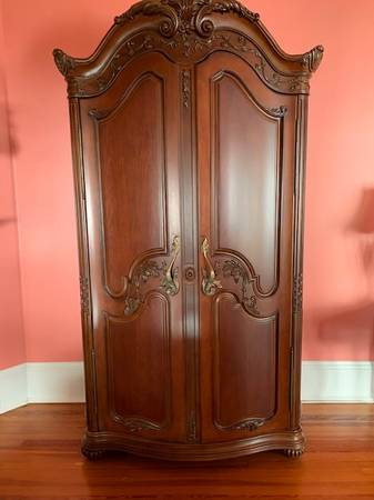 Photo TV Armoire-Jessica McClintock - $399 (St Augustine)