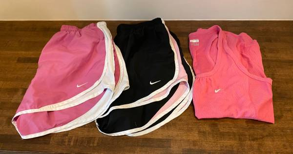 Photo Womens Nike shorts and tank top size medium - $15 (Rack Track Road)