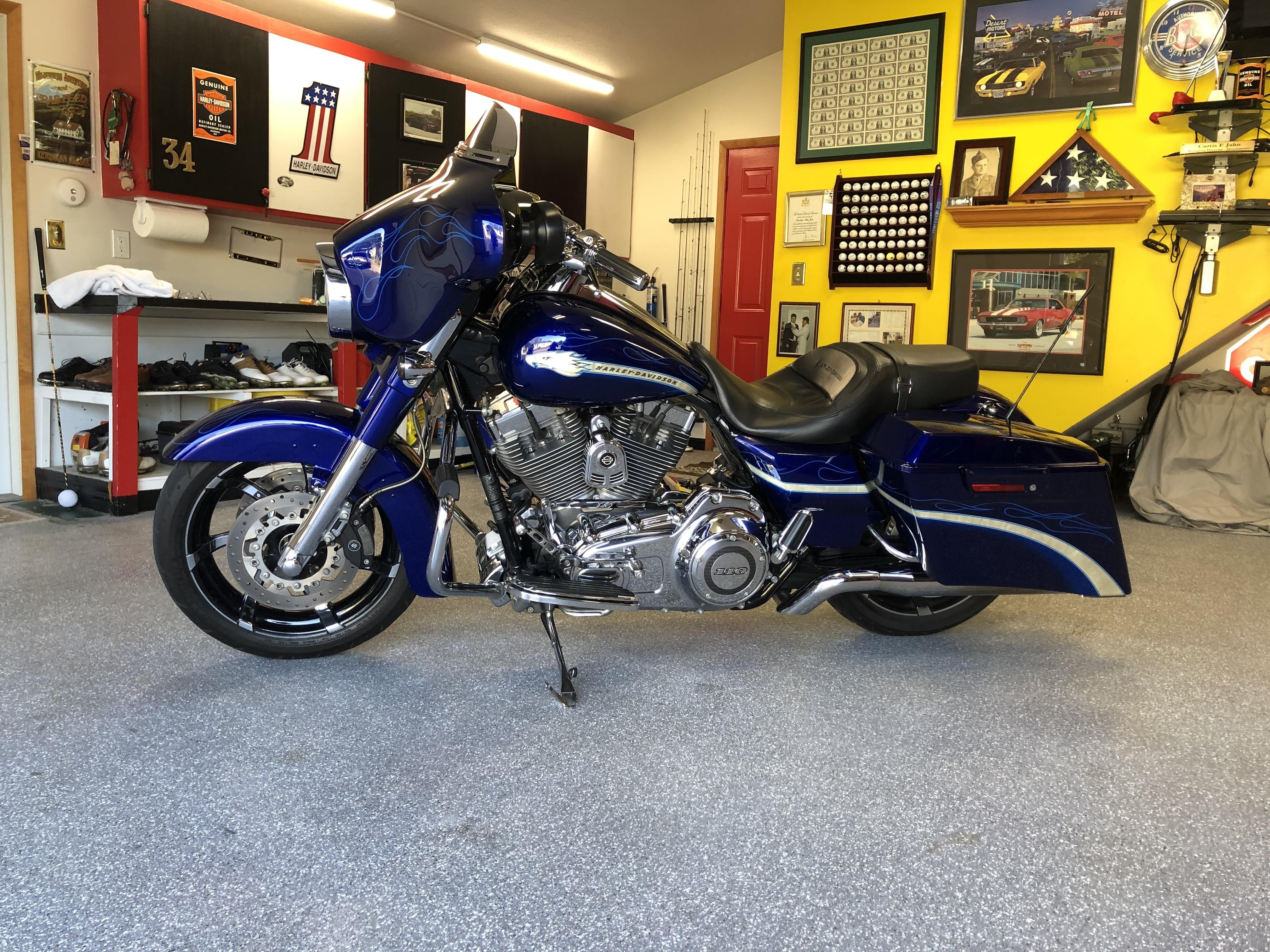 Photo 2010 Harley-Davidson STREET GLIDE CVO $294.15294.15