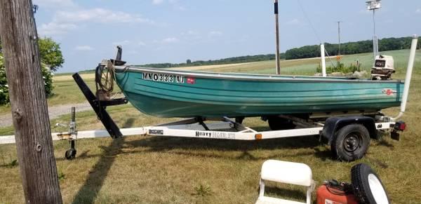 Photo 1439 Crestliner boat wtrailer - $1,250 (Avon)
