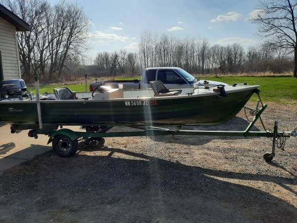 Photo 1639 Crestliner Boat with 25hp Johnson - $2,500 (Foley)