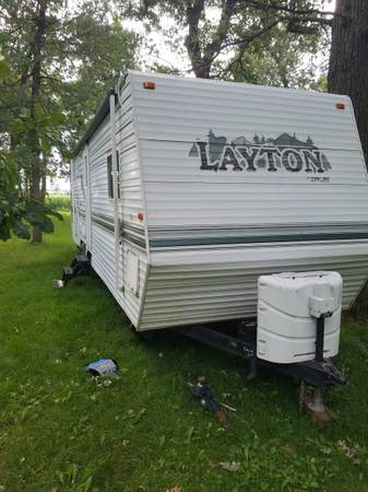 Photo 2002 layton by skyline - $6000 (Royalton)