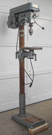 Photo Drill Press 12 Inch Floor Model 34hp Motor 16 Speeds - $220 (St. Cloud, Minnesota)