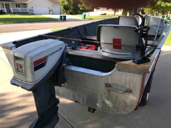 Photo GREAT DEAL 1439 1970 Lund Boat and 15 hp Evenrude motor - $1,295 (Melrose)