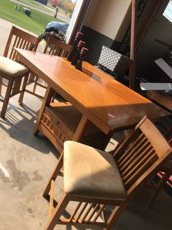 Photo High top kitchen table and chairs - $225 (Rice)