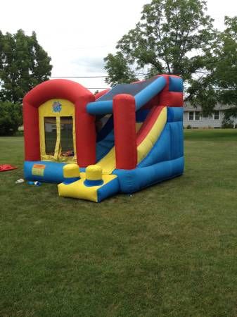 Photo Inflatable bounce house and slide - $200 (St. Cloud, Mn.)