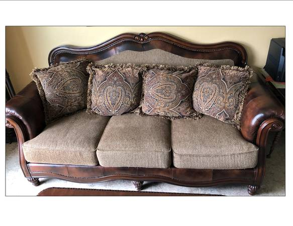 Photo Nice Couch and Love Seat - $290 (Alexandria)