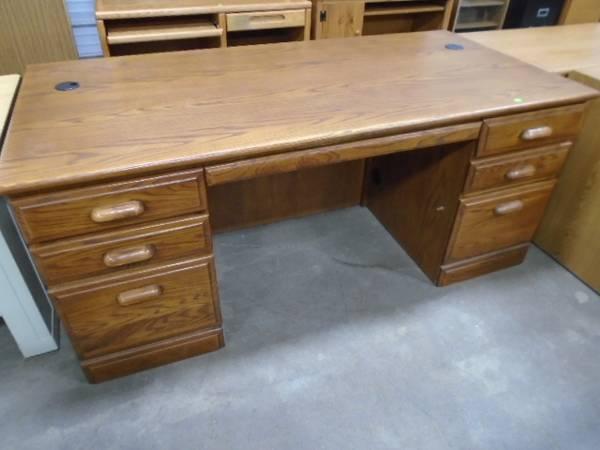 Photo Oak Executive Desk - $185 (The Used Furniture Store - Saint Cloud MN)