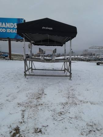 Photo Pontoon lift w all the extras - Only used 2 seasons - $7,995 (FrazeeDetroit lakesOttertailCormorant)