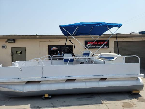 Photo 18 ft Is electric pontoon boat - $12,900 (Mesa)