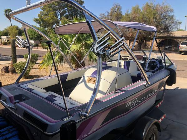 Photo 1987 ski boat 19ft 351hp Ford motor Runs excellent - $8,500 (Paradise Valley)