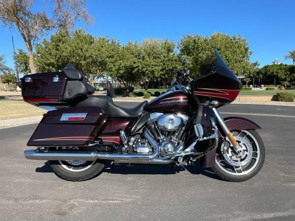 Photo 2011 Harley-Davidson Road Glide Ultra - $12,900 (Goodyear)