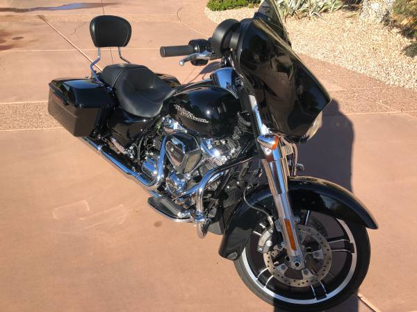 Photo 2019 Harley-Davidson Street Glide FLHX- Like New- Low Miles - $20,500 (Mesa)
