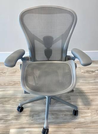Photo Herman Miller Aeron Chair in MineralSatin Aluminum Size B (Medium) - $750 (St George, Utah)