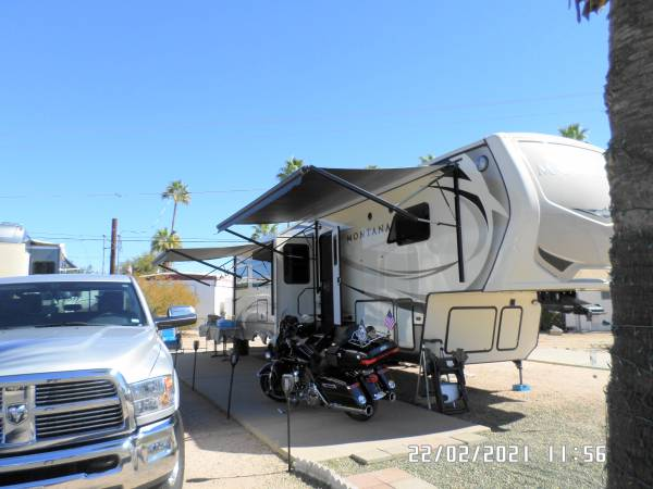 Photo Montana 5th wheel with motorcycle carrier cairer - $52,900 (Apache Junction)