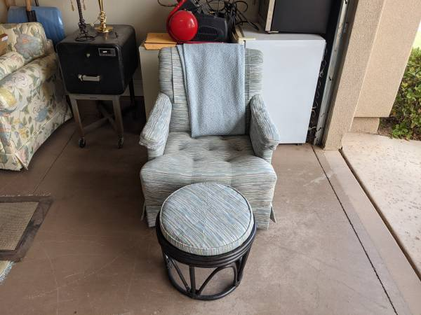 Photo Nice chair and matching foot stool. Perfect for reading in your MBR - $75 (St George)