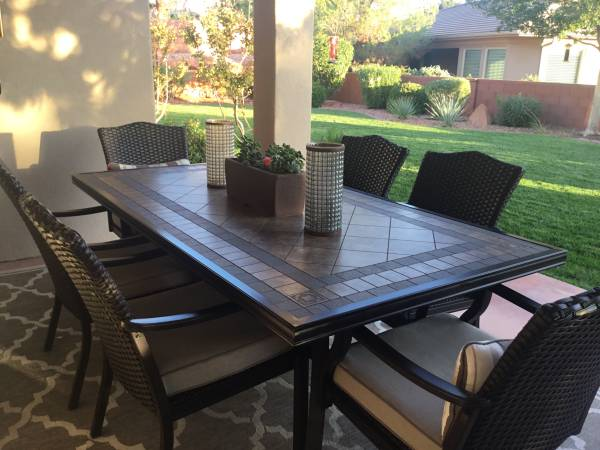 Photo Patio Table with 6 Chairs - $500 (St George)