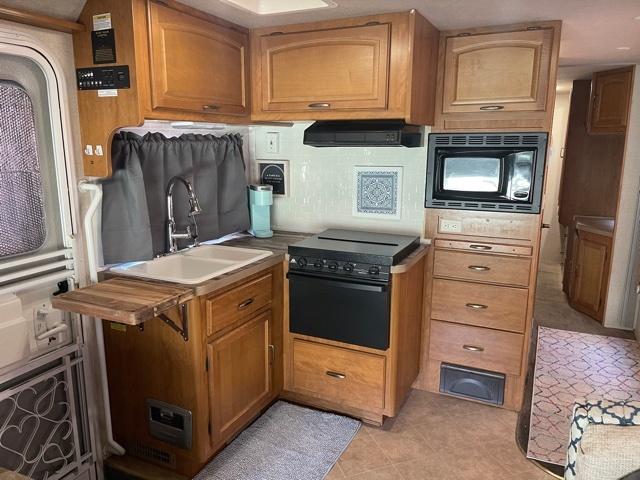 Photo Used 2007 Fleetwood Class C RV  $34000