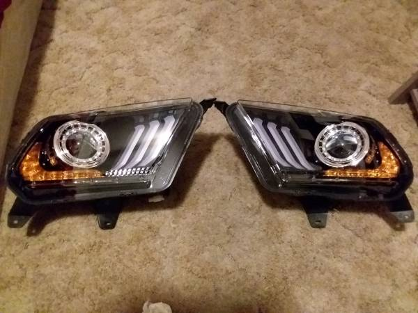 Photo 10-14 Ford Mustang Headlight Sequential Signal Projector LED DRL Black - $300 (Red Rock)