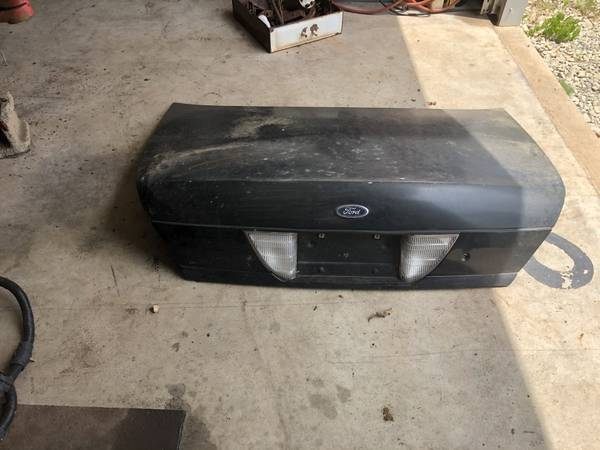 Photo 1998-2011 Crown Victoria Trunk Lid - $40 (Stillwater)