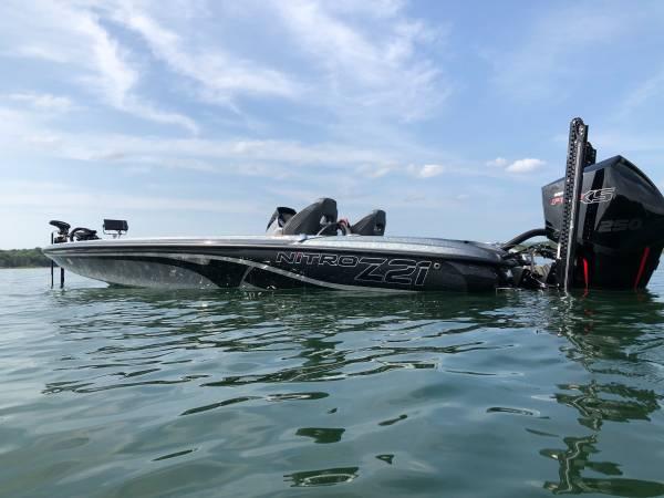 Photo Bass Boat Nitro - $58,900 (ROGERS)